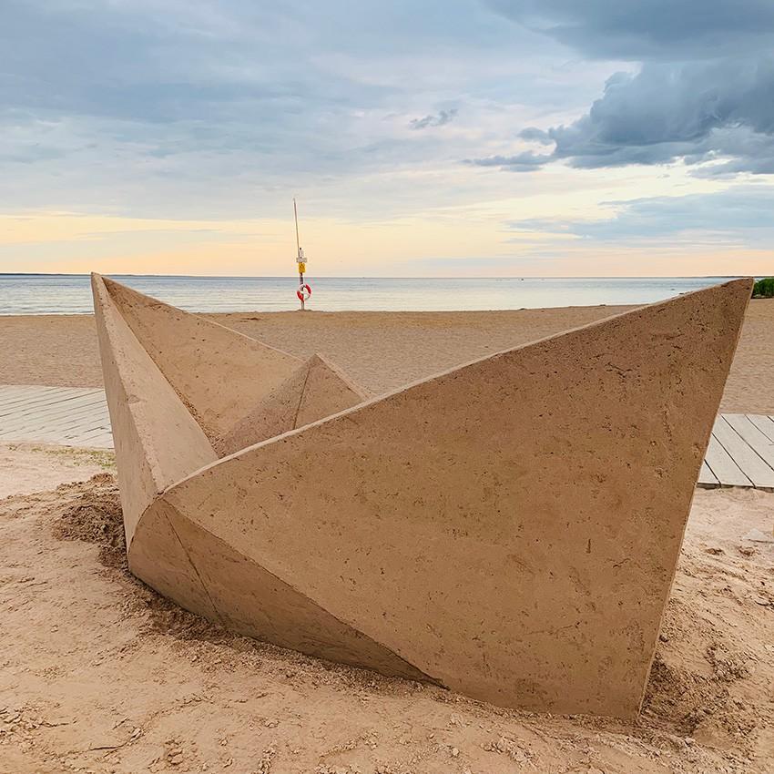 http://franziskaagrawal.com/files/gimgs/th-121_paperboat_sand_agrawal_kalmar19_web2_v2.jpg